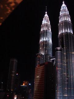 Petronas Towers gezien vanuit Maya, een design hotel in Kuala Lumpur