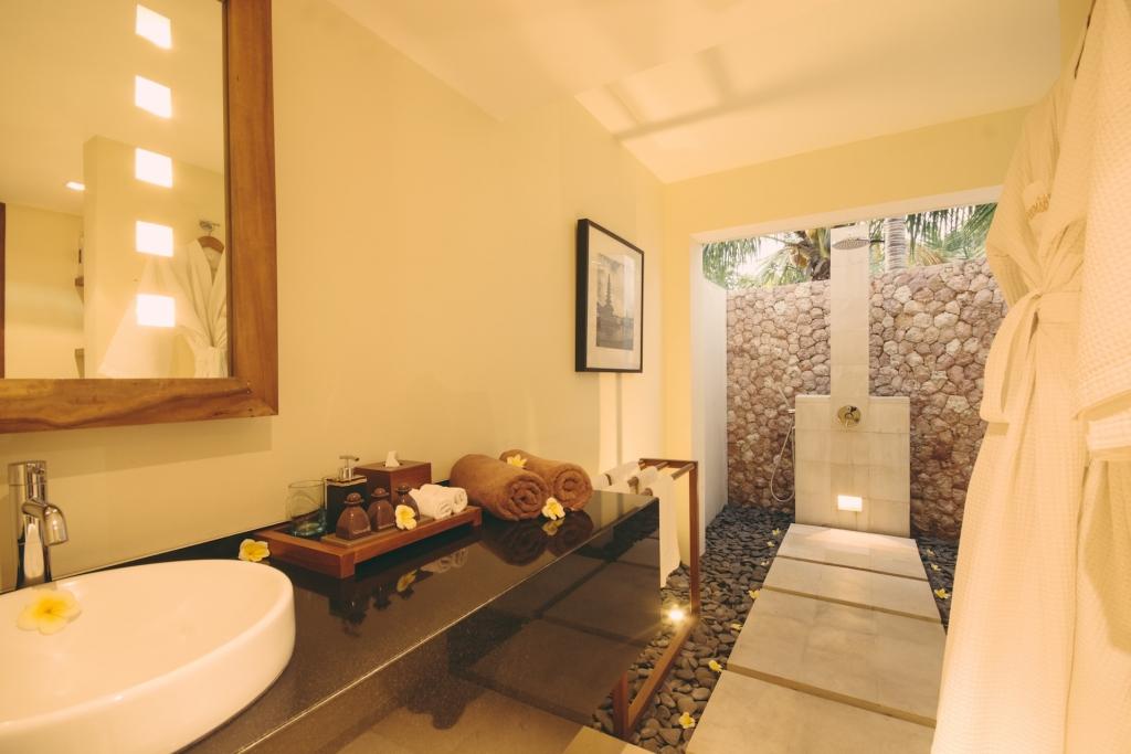Bathroom in Legong room at Villa Sabandari, a boutique B&B in Bali