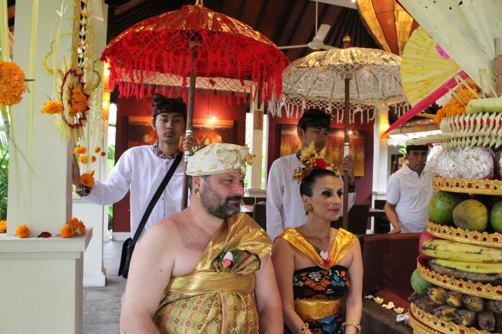 Balinese Trouwceremonie in Villa Sabandari